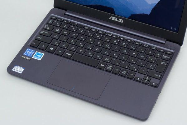 ASUS VivoBook W203MA キーボード面