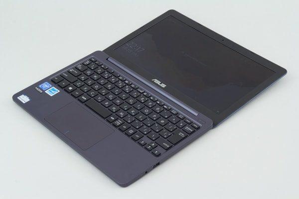 ASUS VivoBook W203MA 液晶ディスプレイの最大角度