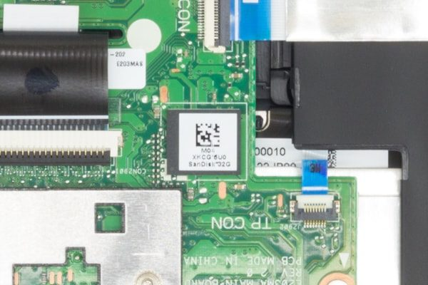 ASUS VivoBook W203MA メモリーとストレージ
