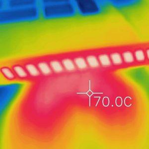 ALIENWARE M17 排気口の熱