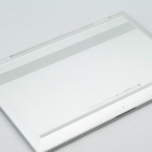 HP ENVY 15 x360 底面部