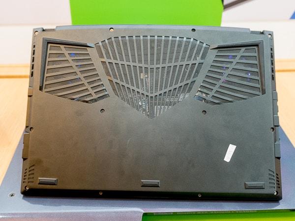 AERO 15 OLED 底面部
