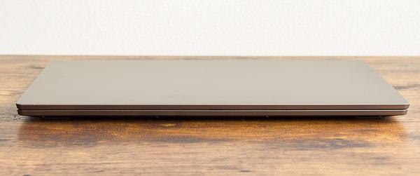 IdeaPad S540 (15) 薄さ