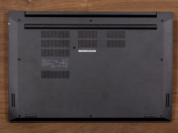 ThinkPad E595 底面部