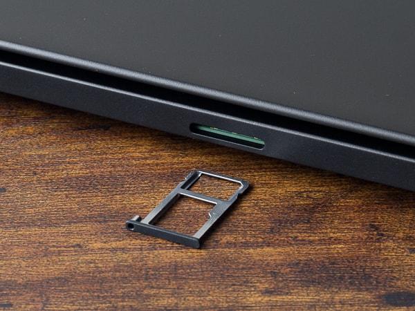 ThinkPad T490s SIMスロット