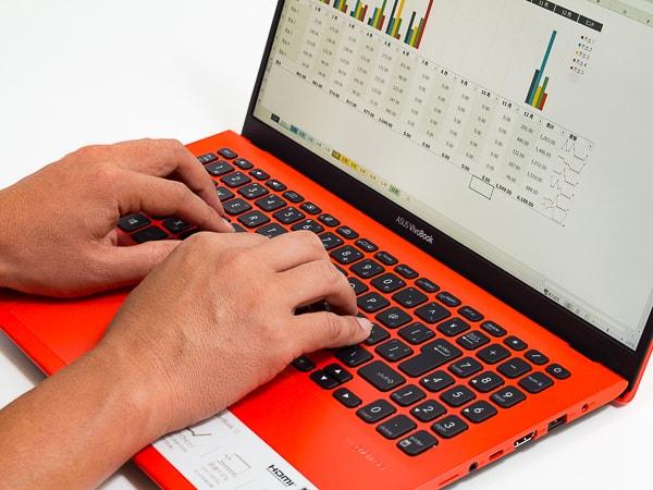VivoBook 15 X512FA タイプ感