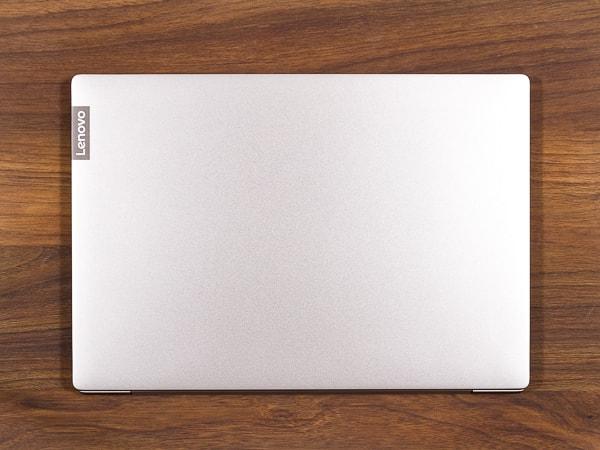 IdeaPad S540 (14, AMD) フットプリント