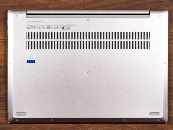 IdeaPad S540 (14, AMD) 底面部