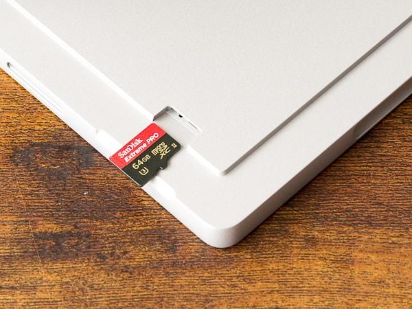 Surface Pro 7 microSDカードスロット
