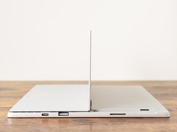 Surface Pro 7 キックスタンド