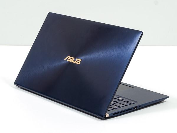 ASUS ZenBook 15 UX534FT 外観