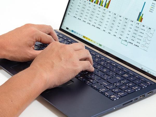 ZenBook 15 UX534FT タイプ感