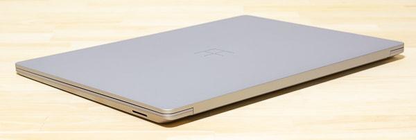 Surface Laptop 3 15インチモデル 薄さ