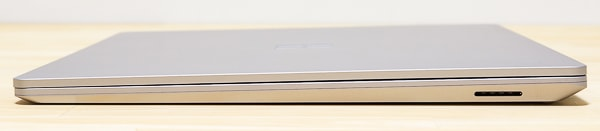 Surface Laptop 3 15インチモデル 右側面