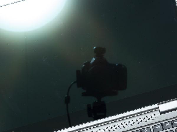 ThinkPad X1 Yoga 2019年モデル 映り込み