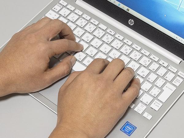 HP Stream 11-ak0000 タイプ感
