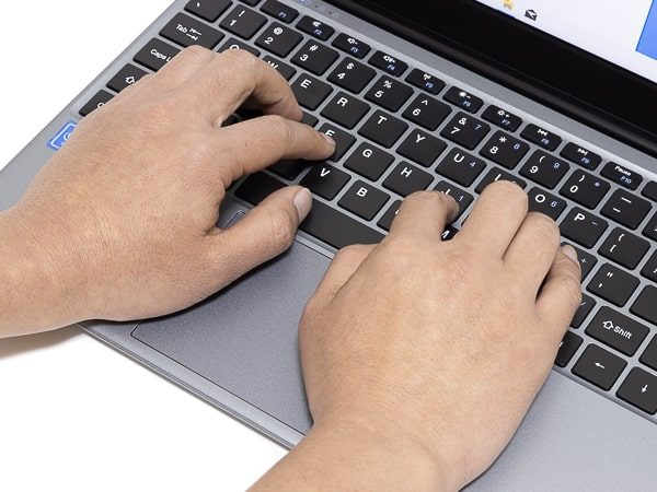 CHUWI HeroBook Pro タイプ感
