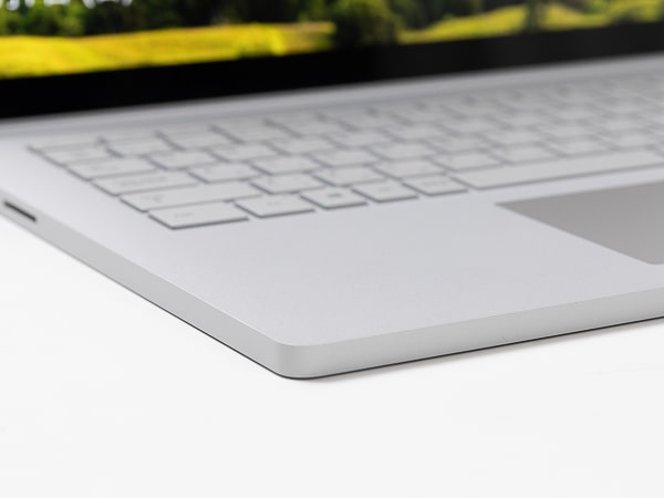Surface Book 3 底面