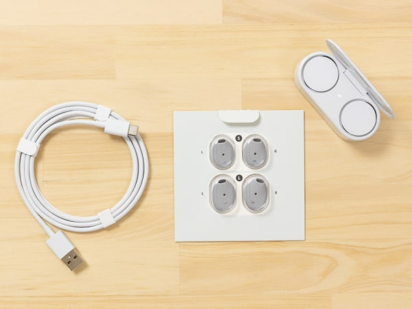 Surface Earbuds 箱の内容