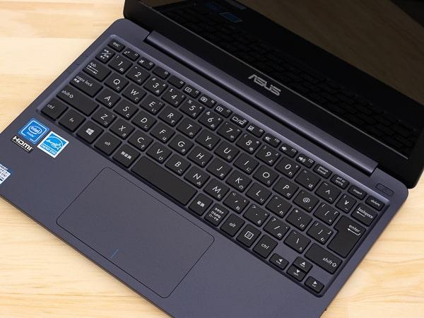 ASUS E210MA 旧モデルのキーボード