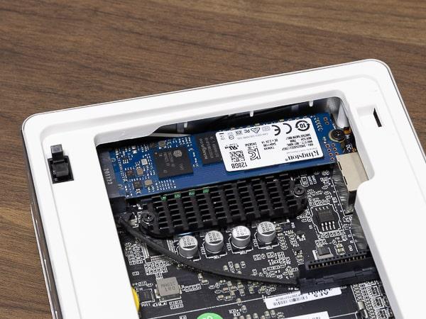 MINISFORUM DeskMini UM300 SSD