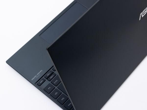 ASUS ZenBook 14 UM425IA 外観