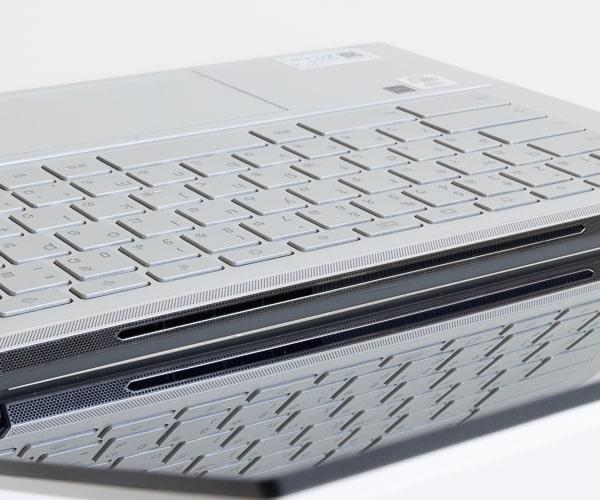 ASUS Chromebook Flip C436FA 排気口