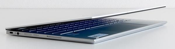 ASUS Chromebook Flip C436FA ディスプレイの開閉