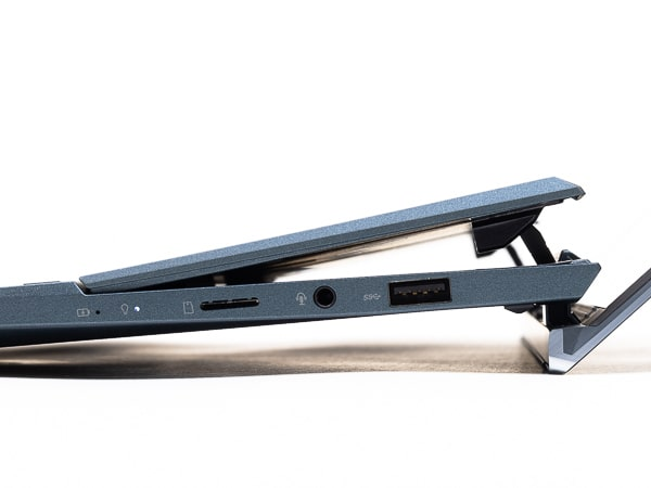 ZenBook Duo 14 UX482EG 傾斜